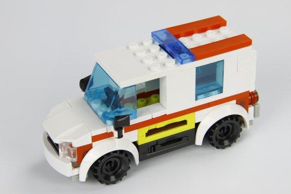 STAX Hybrid 30806 Ambulance Krankenwagen mit Licht & Sound